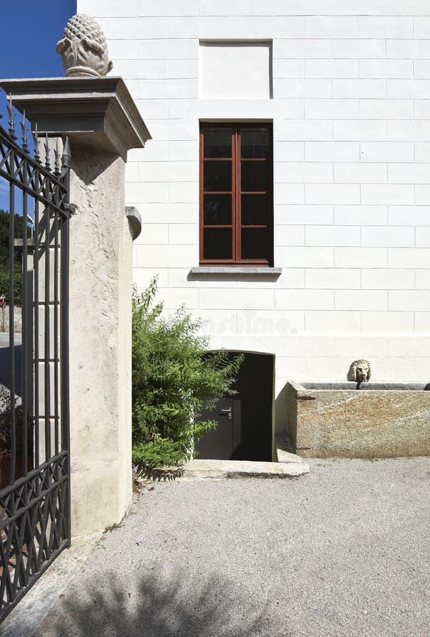 门房子白色 免版税库存照片
