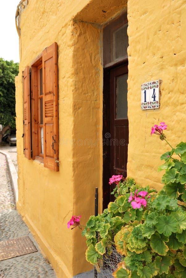 门房子视窗黄色 图库摄影