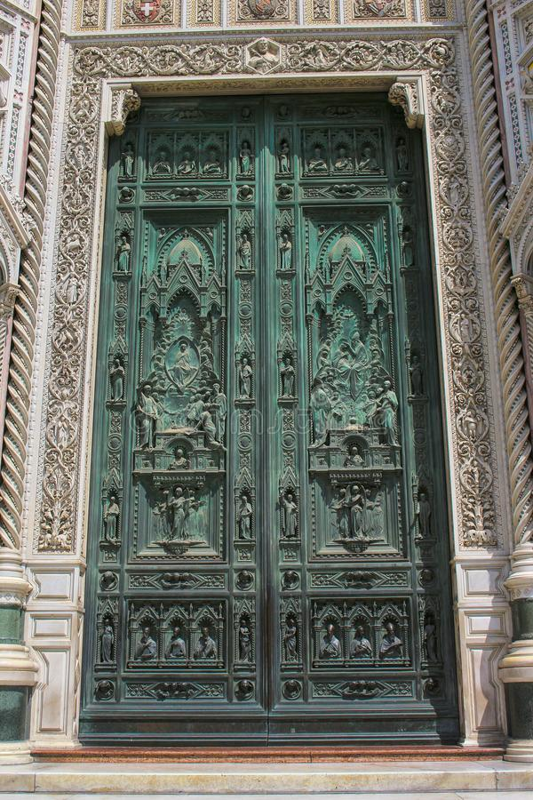 门的圣母百花圣殿,一个教会细节在意大利 免版税库存照片