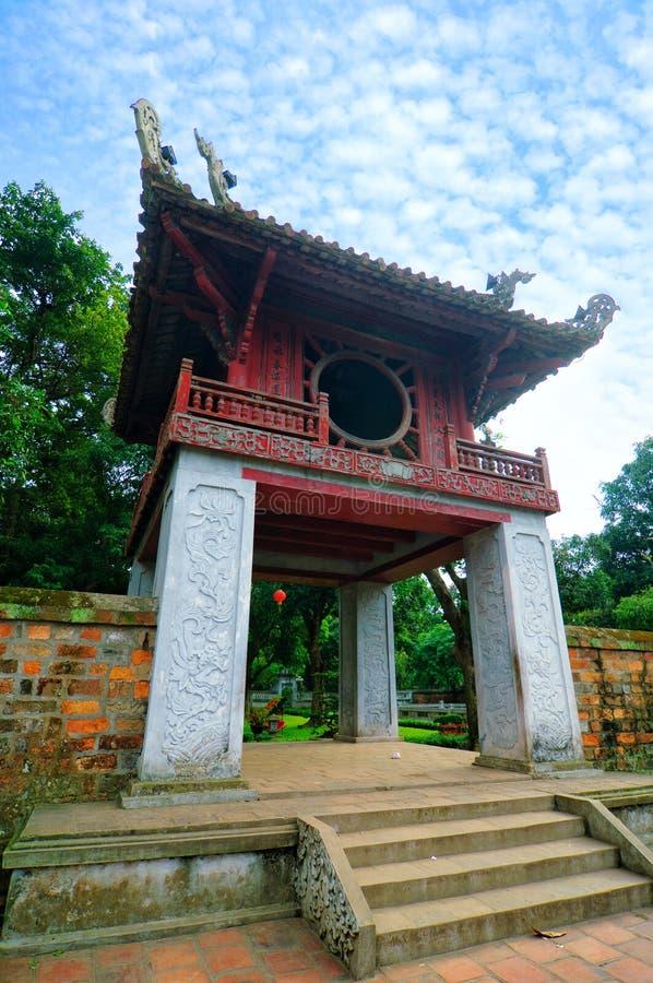 门的Khue范Cac一在文学寺庙的  免版税库存照片