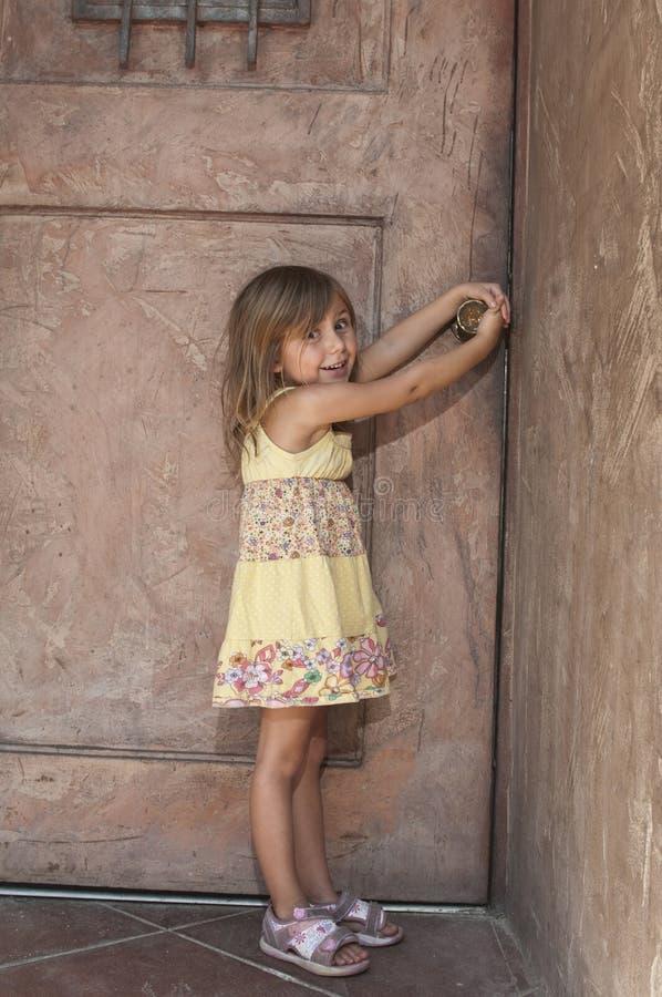 门空缺数目小孩 库存图片