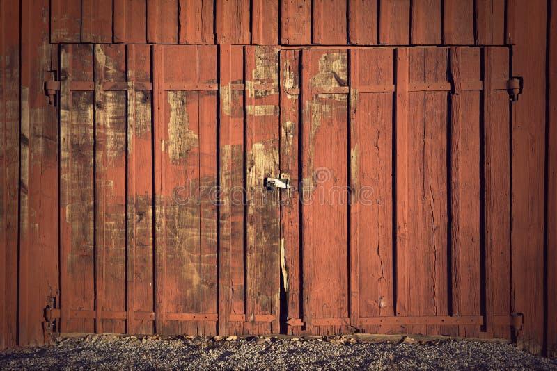 门红色棚子 库存图片