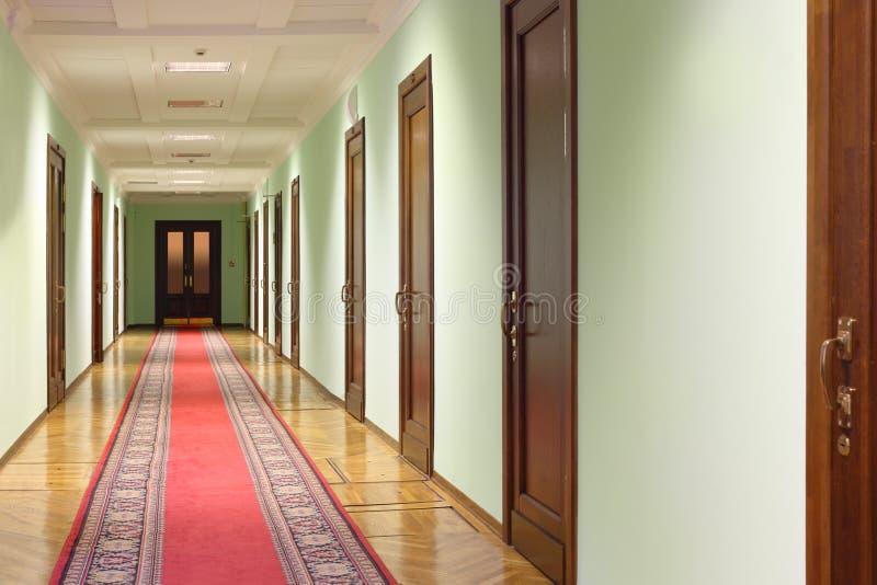 门走廊机智木头 免版税库存照片