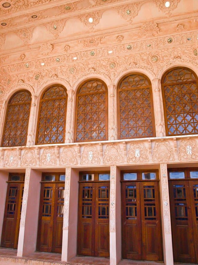 门适当位置和灰泥内部在历史的老房子里在喀山 库存照片