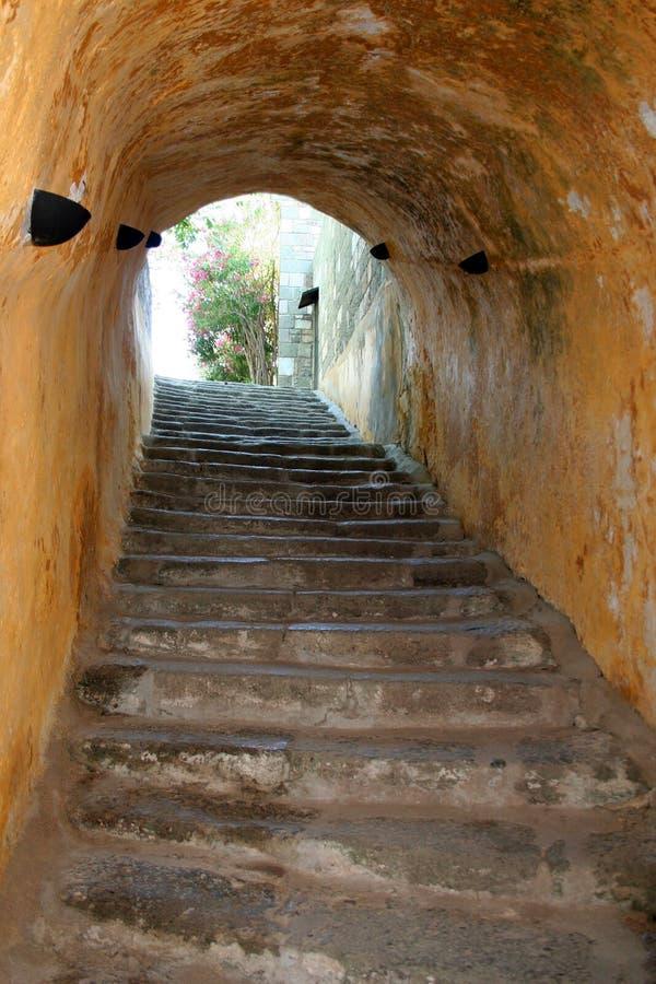 Download 门阶 库存照片. 图片 包括有 岩石, 拱道, 黑暗, 镇痛药, 石制品, 城堡, 步骤, 背后, 中世纪 - 22356744