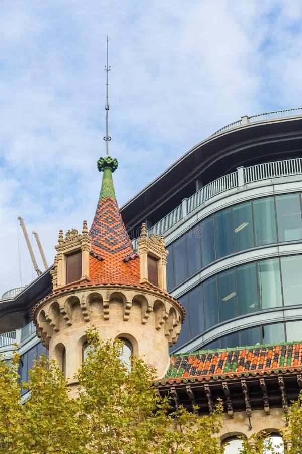 门面的看法一个市政厅大厦在兰布拉de Catalunya,巴塞罗那,西班牙 库存图片