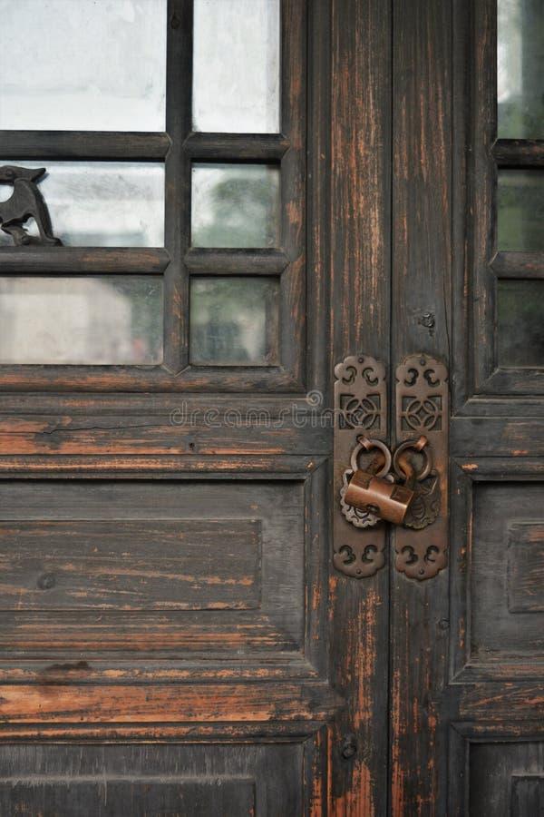 门+锁 免版税库存图片