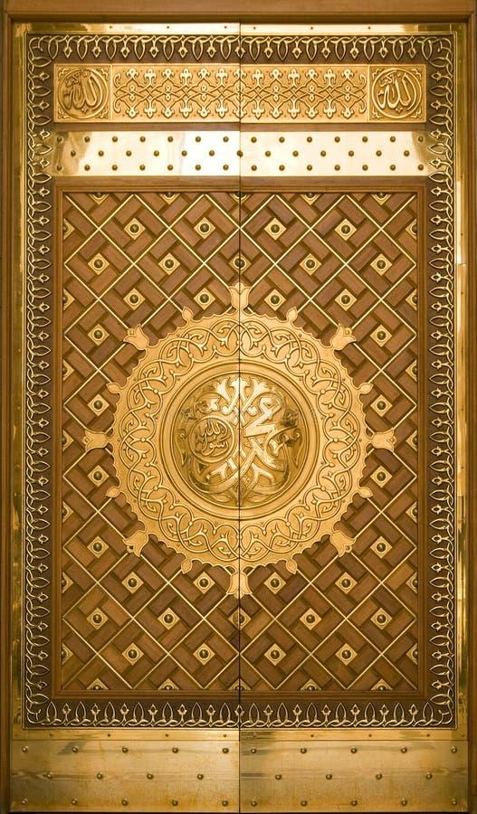 门masjid medina nabawi一沙特 免版税库存照片