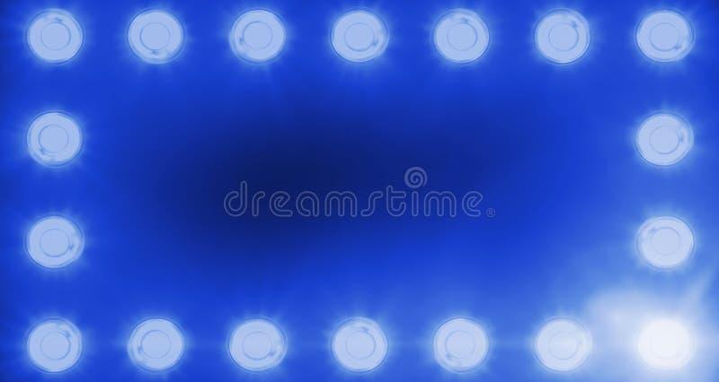 闪动的发光的蓝色阶段轻型娱乐节目框架,在黑暗,蓝色柔光聚光灯罢工的聚光灯放映机在bla 图库摄影