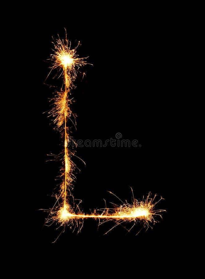 闪烁发光物烟花光字母表L (大写字母)在晚上 免版税库存照片
