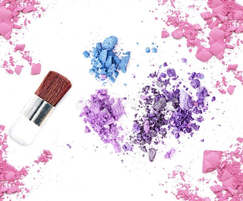 闪烁眼影和脸红组成化妆产品 免版税库存照片