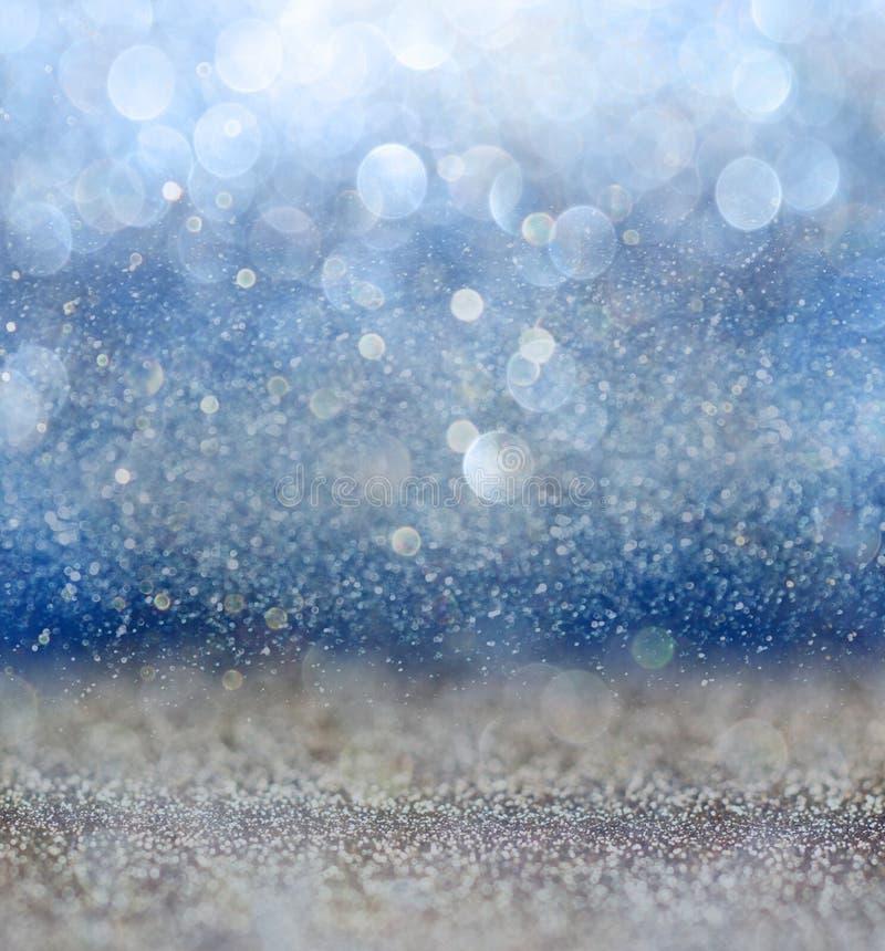 闪烁葡萄酒与光爆炸的光背景 银、蓝色和白色 非聚焦 免版税图库摄影