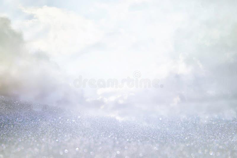 闪烁葡萄酒点燃背景 白色和银 被聚焦的De 免版税库存图片