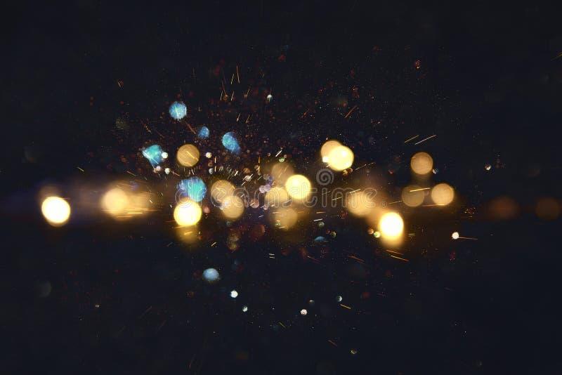 闪烁葡萄酒点燃背景 金子、蓝色和黑色 defocused 库存照片
