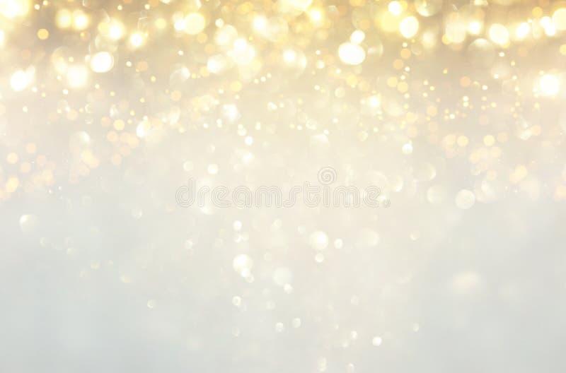 闪烁葡萄酒点燃背景 银、金子和白色 非聚焦 免版税图库摄影