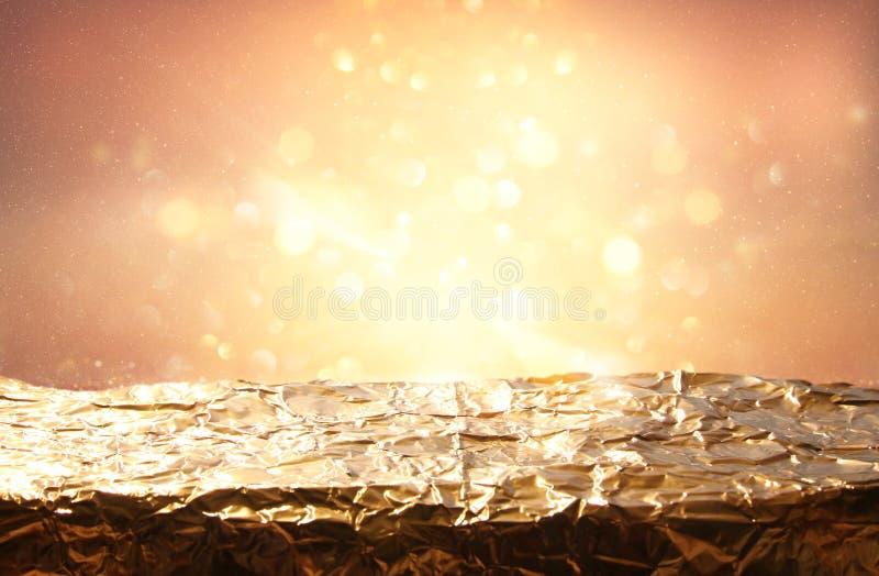 闪烁葡萄酒点燃背景 黑色金子 非被聚焦的,金黄箔纹理 库存图片