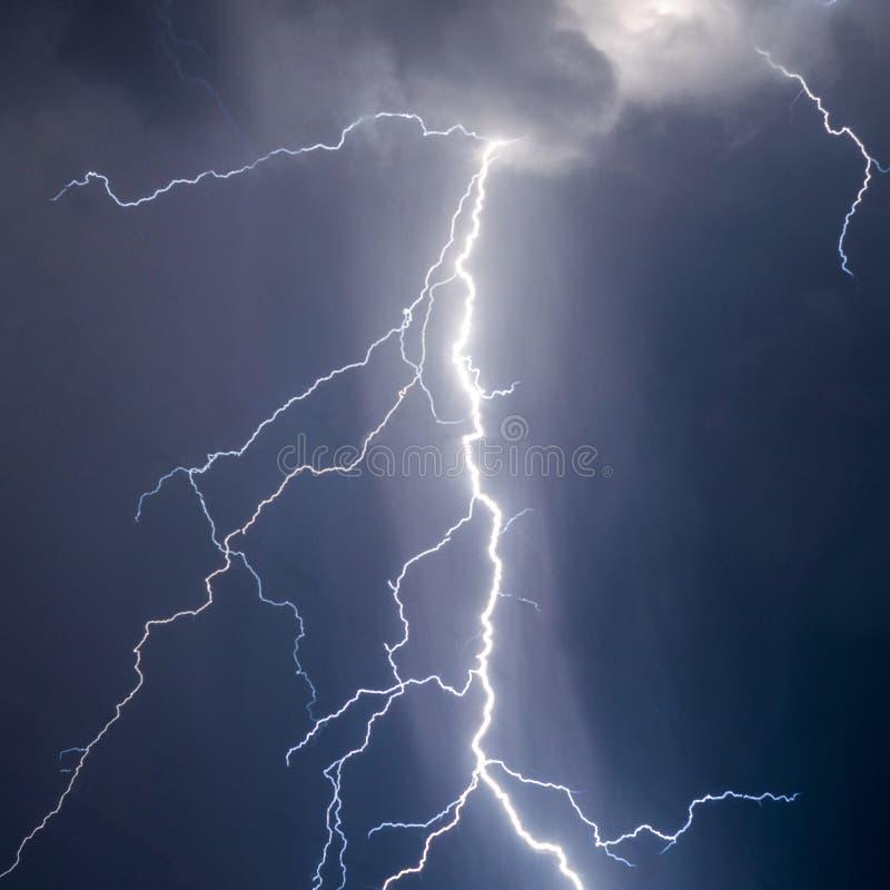 闪电和雷大胆的stike 库存照片
