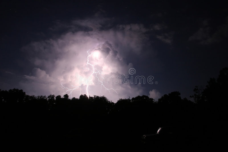 闪电晚上夏天 免版税库存图片