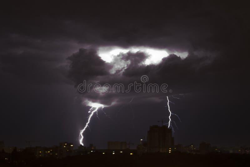 闪电雷暴 库存照片