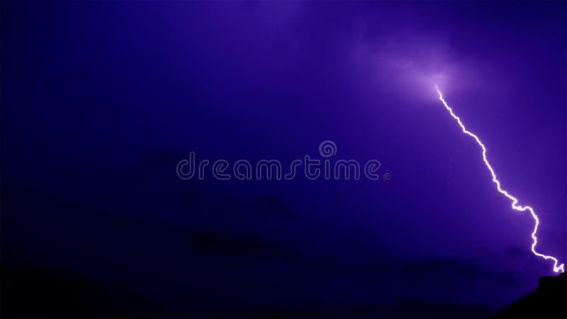 闪电&雷暴罢工在印多尔,印度的夜 库存图片