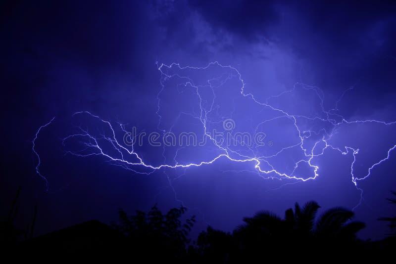 Download 闪电 库存图片. 图片 包括有 闪电, 次幂, 极其, 季风, 风暴, 强大, 奇迹, 本质, 云彩, 显示 - 188861