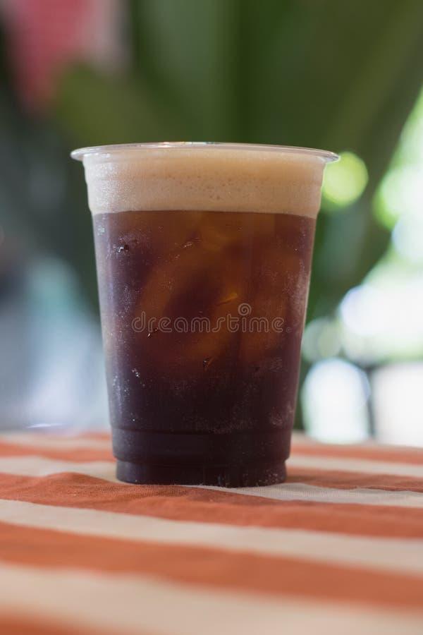 闪耀的硝基冷的酿造咖啡 库存照片
