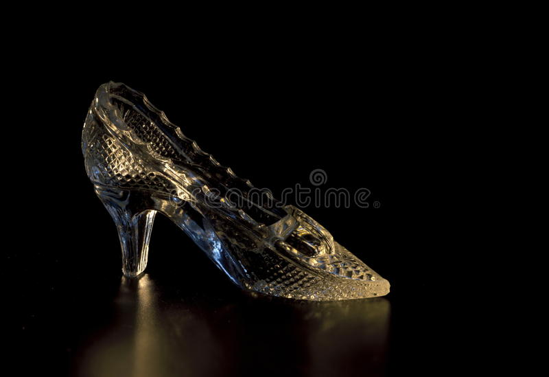 闪耀的玻璃拖鞋 库存图片
