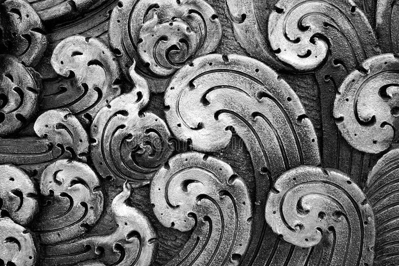 闭合五颜六色的在泰国寺庙的波浪具体灰泥设计 免版税库存图片