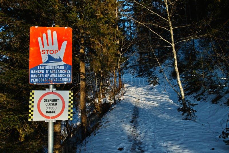闭合的供徒步旅行的小道警报信号 库存照片
