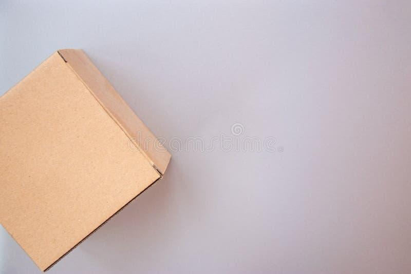闭合的大方形的纸板工艺礼物盒的角落 库存照片