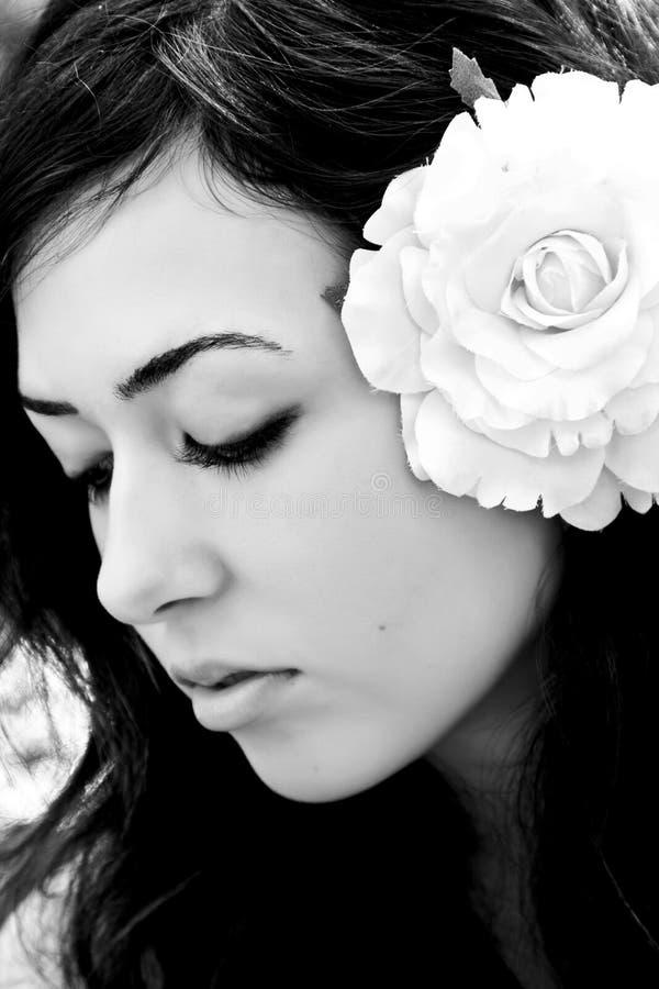 闭合的眼睛妇女年轻人 免版税图库摄影