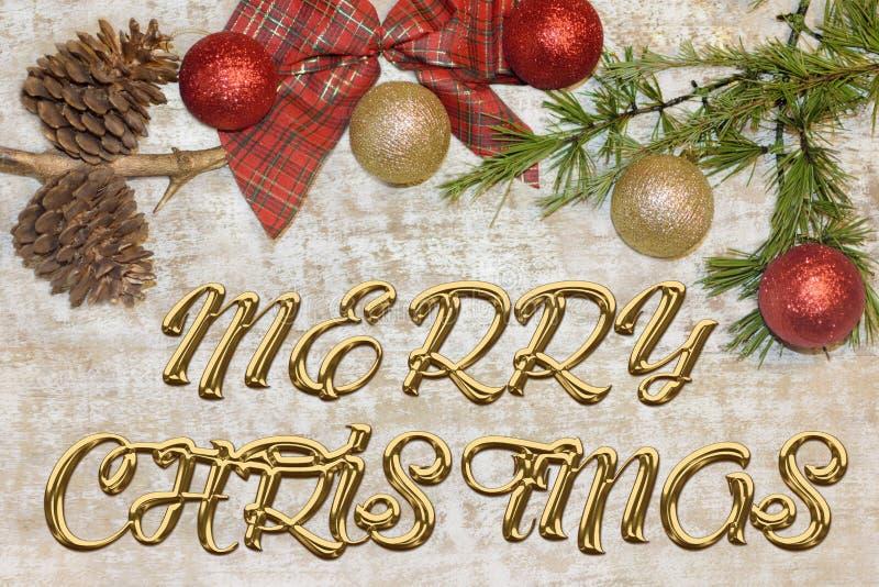 问候的圣诞节明信片 在自然木背景的金属信件 红色,金黄和白色Xmas墙纸 图库摄影