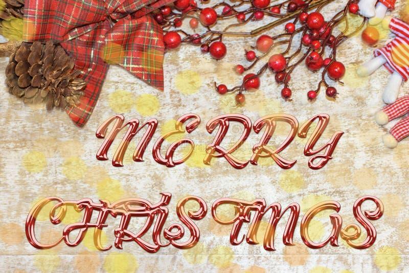 问候的圣诞节明信片 在自然木背景的金属信件 红色,金黄和白色Xmas墙纸 免版税图库摄影
