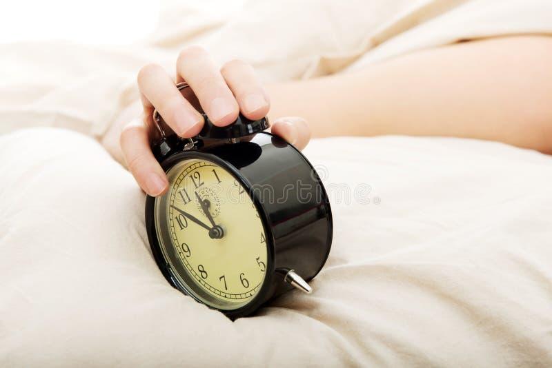 闹钟被唤醒的被用尽的人 免版税图库摄影