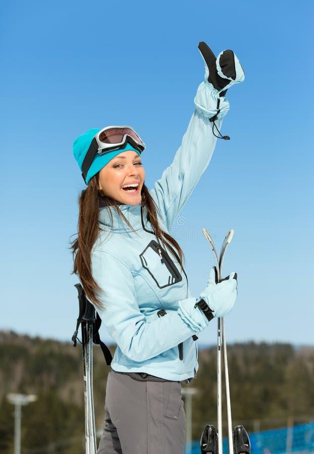 翻阅女性滑雪者半身的画象  免版税库存图片
