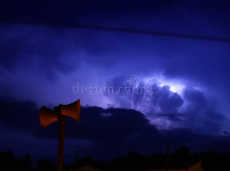 阐明夜的意想不到的风暴 免版税图库摄影