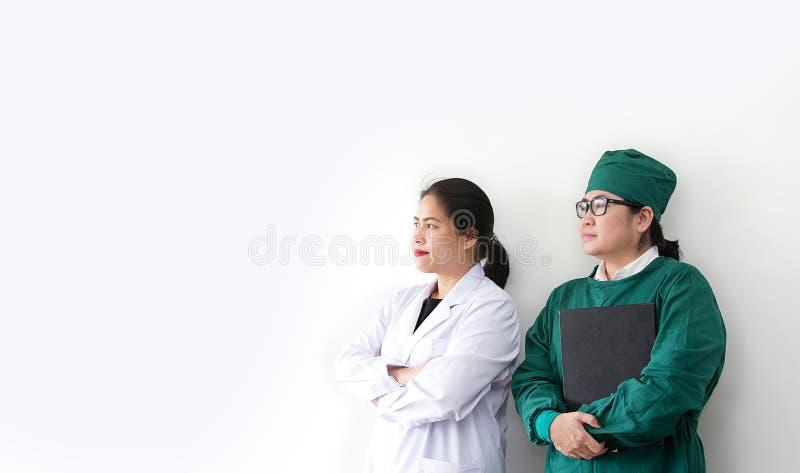 队亚裔医护人员 亚裔医生画象  免版税图库摄影