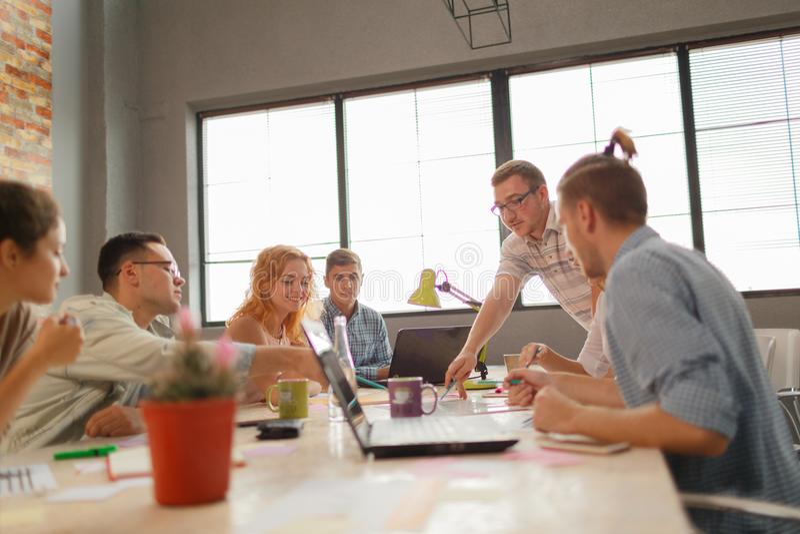 队会议分析概念的激发灵感计划 库存图片