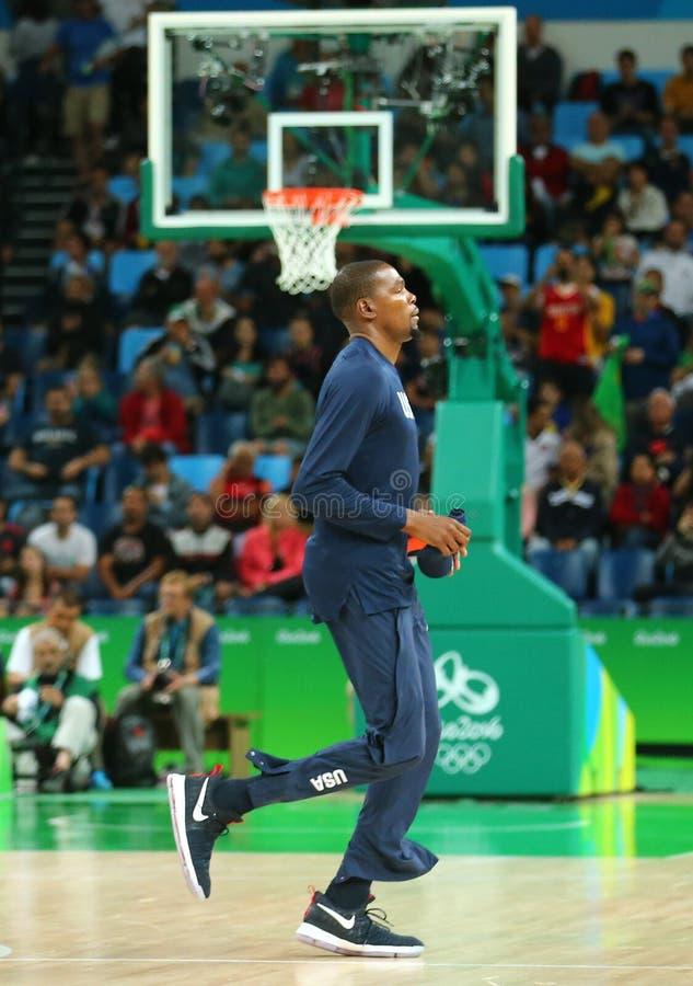 队美国的凯文・杜兰特为小组A在队美国和澳大利亚之间的篮球比赛做准备 免版税库存图片