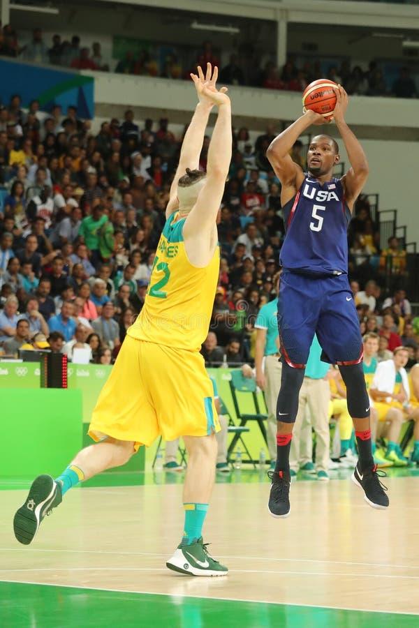 队美国的奥林匹克冠军凯文・杜兰特在行动的在小组A在队美国和澳大利亚之间的篮球比赛 免版税库存图片