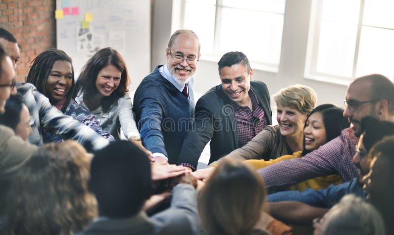 队配合加入手合作概念 库存照片
