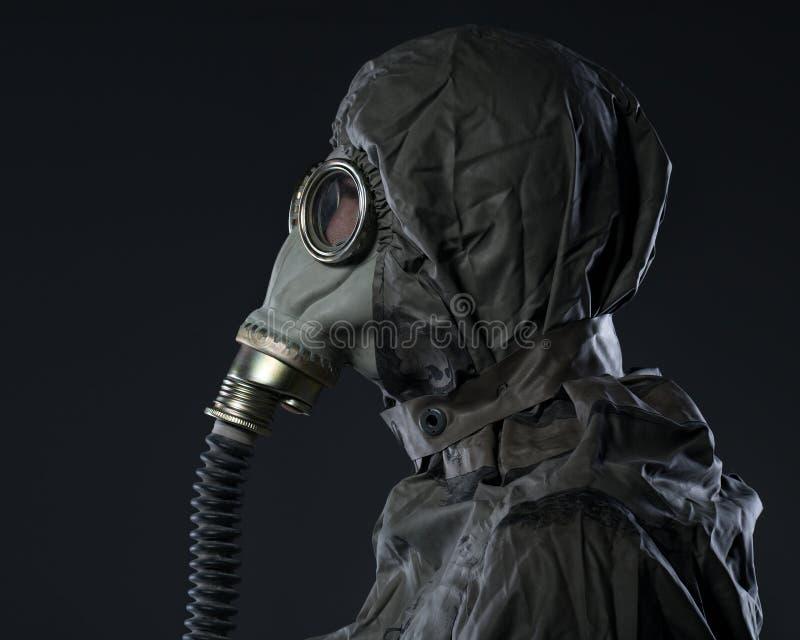 防毒面具的人 免版税库存图片