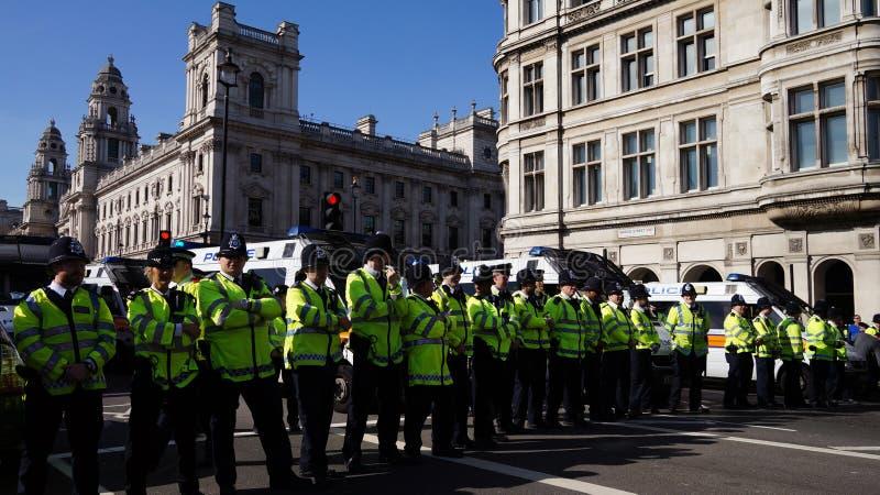 防暴警察在伦敦,英国 免版税图库摄影