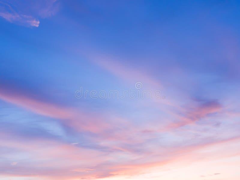阳光云彩和天空在晚上 免版税图库摄影