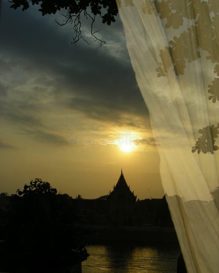 阳光反射河沿视图 库存照片