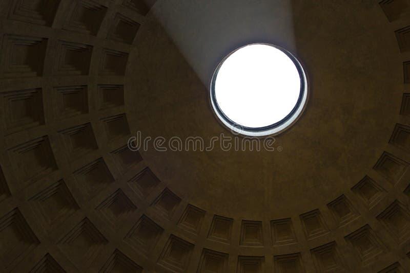 阳光在万神殿,罗马 库存图片