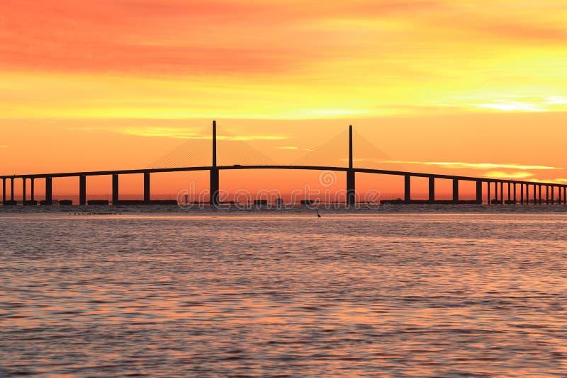 阳光在日出的Skyway桥梁 库存照片