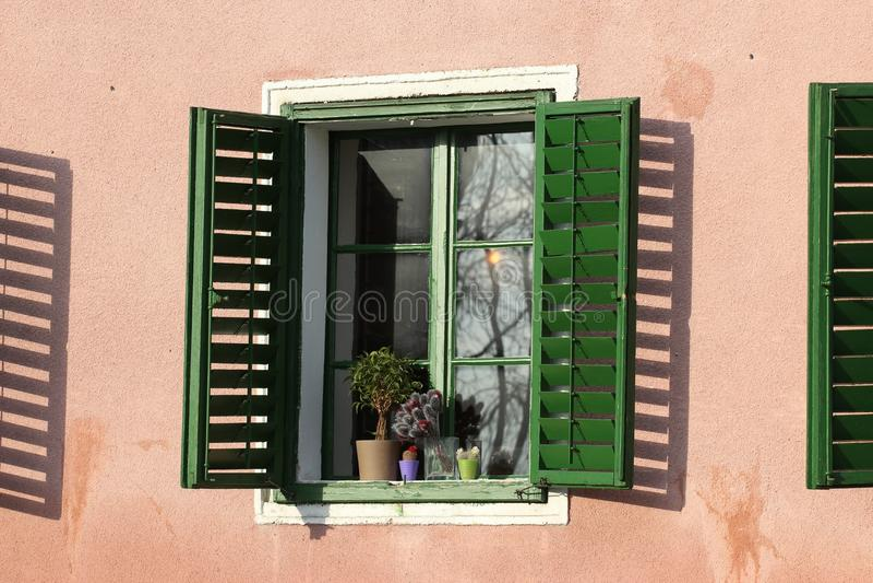 阳光在窗口里 免版税库存图片