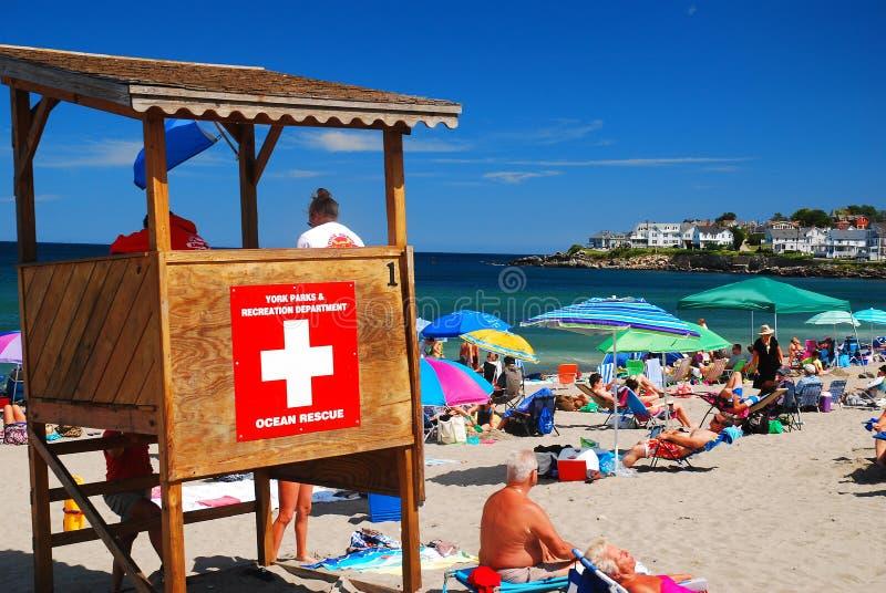 阳光明媚的一天带着海滩 免版税图库摄影