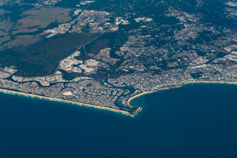 阳光海岸澳大利亚的Buddina郊区鸟瞰图  免版税库存图片